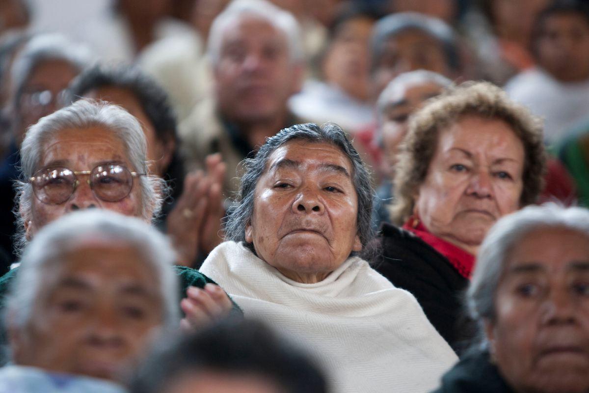 La pensión del bienestar la deben de recibir las personas mayores de 65 años