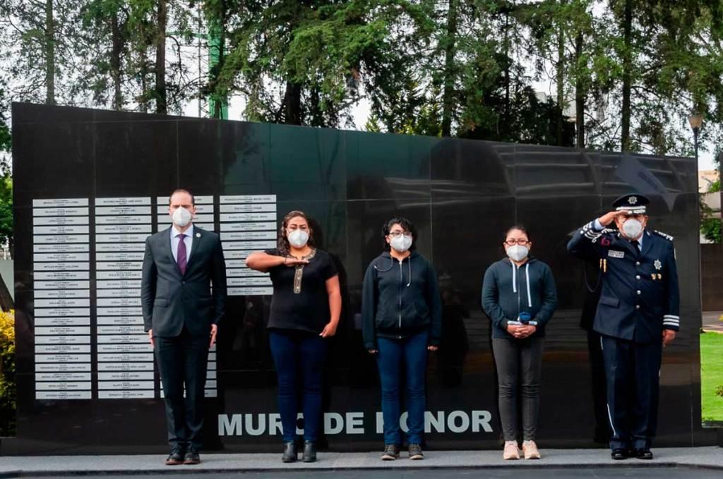 El secretario de seguridad rindió homenaje postumo a policias emboscados en Coatepec Harinas