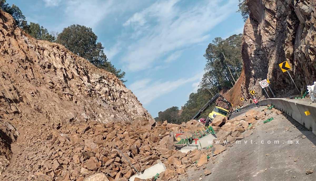 Derrumbe provoca el cierre de la nueva autopista Toluca Naucalpan