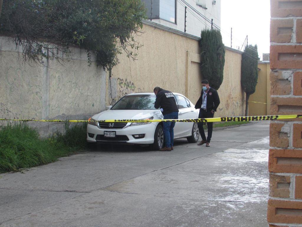 Encuentran un hombre muerto dentro de su auto en San Mateo Atenco