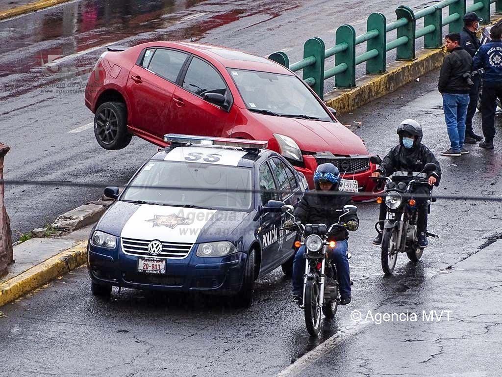Aparatoso accidente en paseo Tollocan frente al IMSS