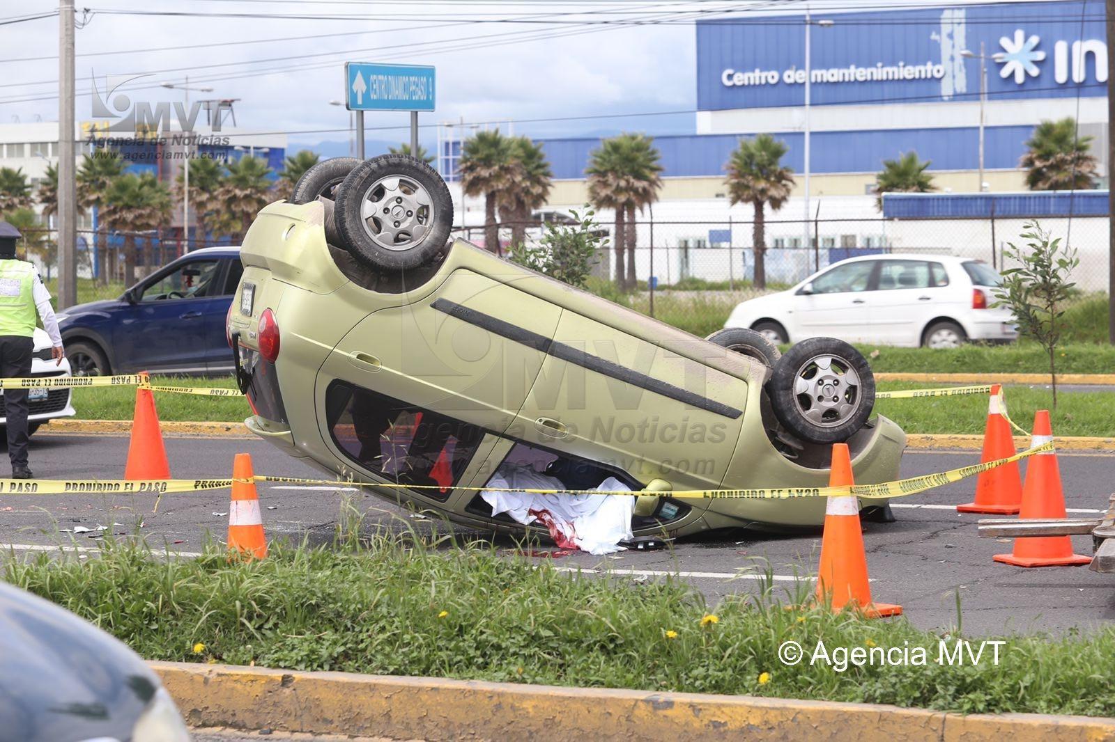 Muere joven en volcadura sobre Bulevar Aeropuerto en Toluca