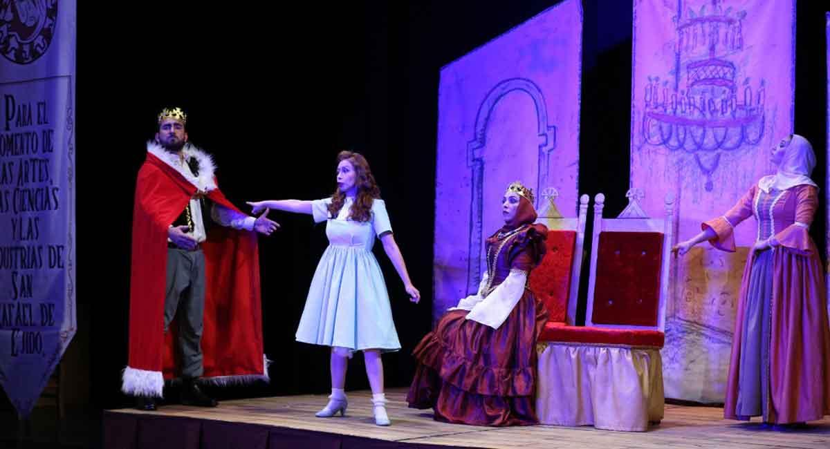 acto cultural en teatro los jaguares