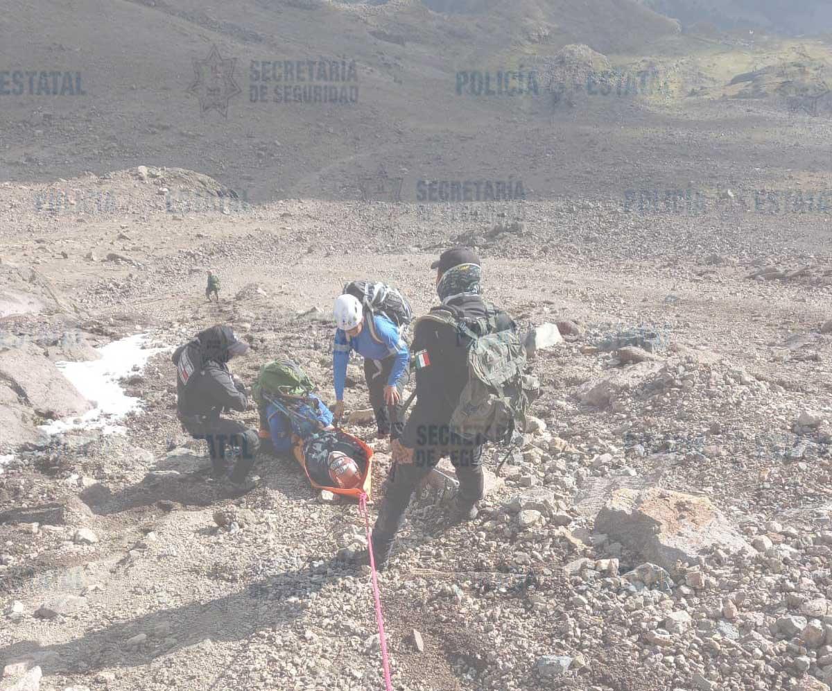 Rescatan a dos montañistas lesionados en el volcán Iztaccíhuatl