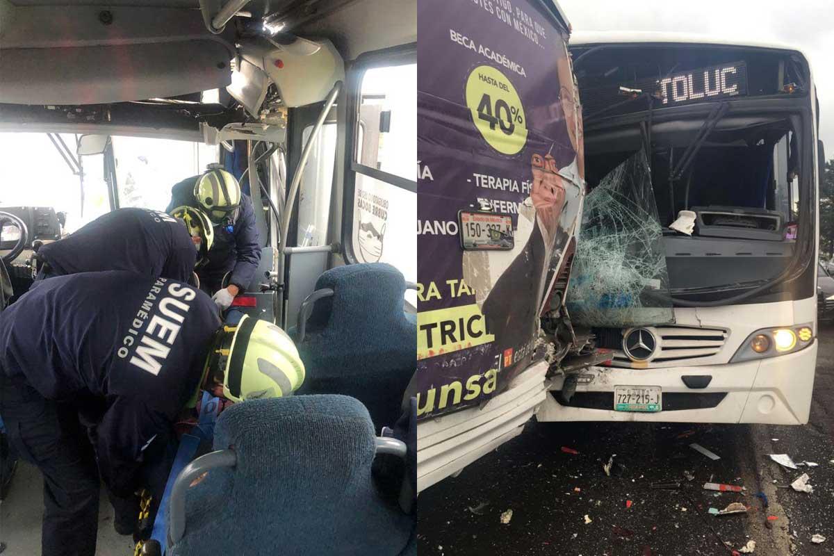 Dos autobuses chocaron por alcance en la salida norte de Toluca, paramédicos del SUEM atendieron a los lesionados