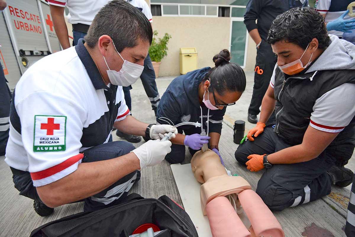 ¿Terminaste la prepa? ¡Cursa la carrera de paramédico en la Cruz Roja!