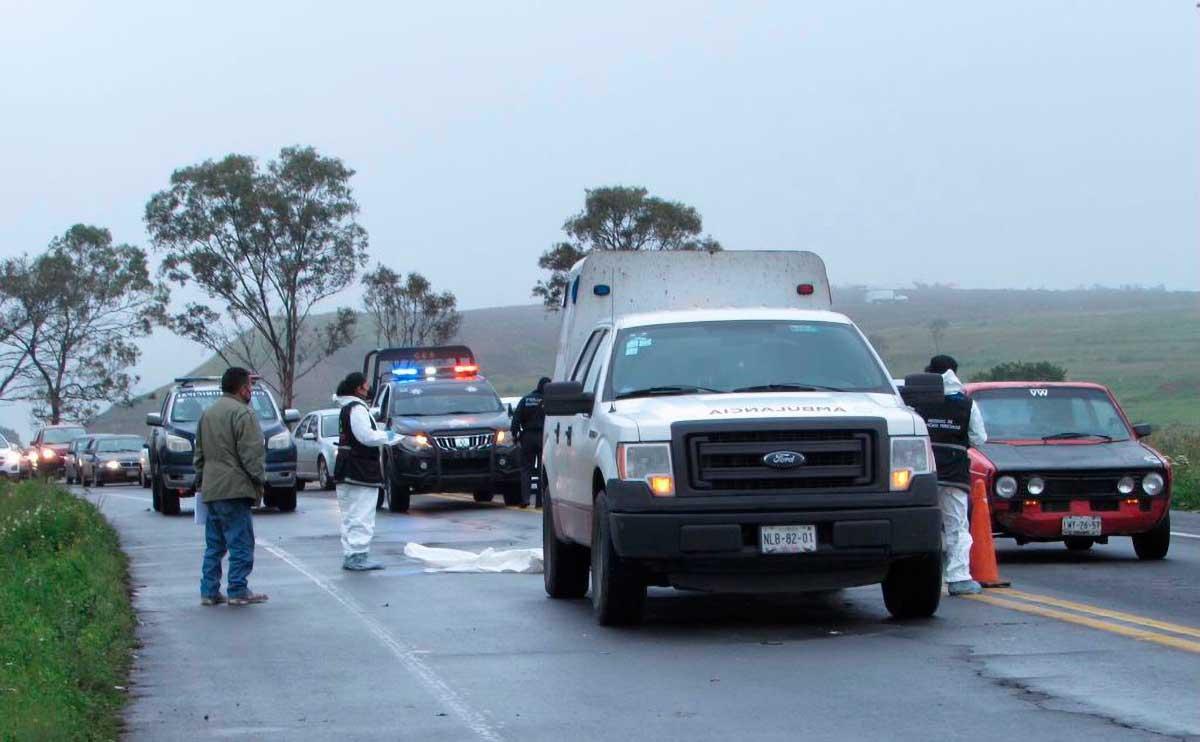 Hombre fallece al ser atropellado sobre la carretera Toluca - Villa Victoria
