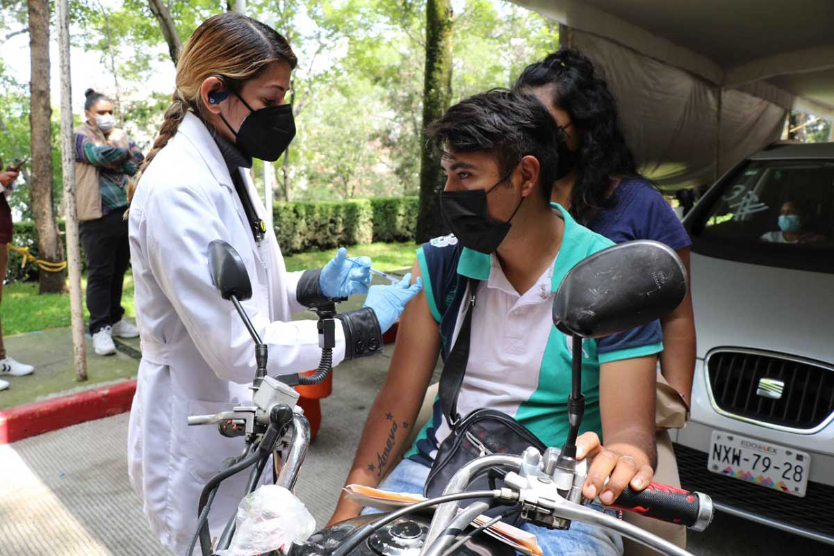 Huixquilucan concluye jornada de vacunación a jóvenes de 18 a 29 años