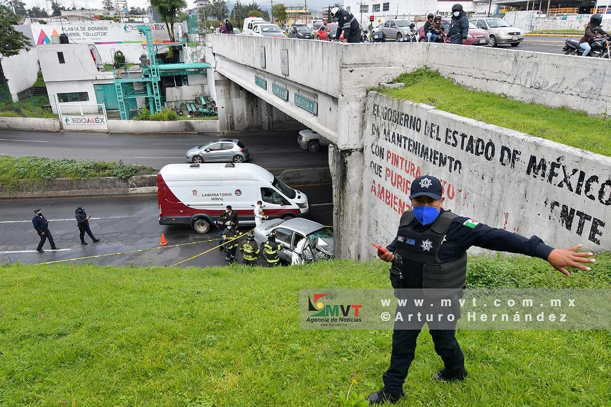 Fatal accidente en Torres Bicentenario, fallece una mujer y dos heridos