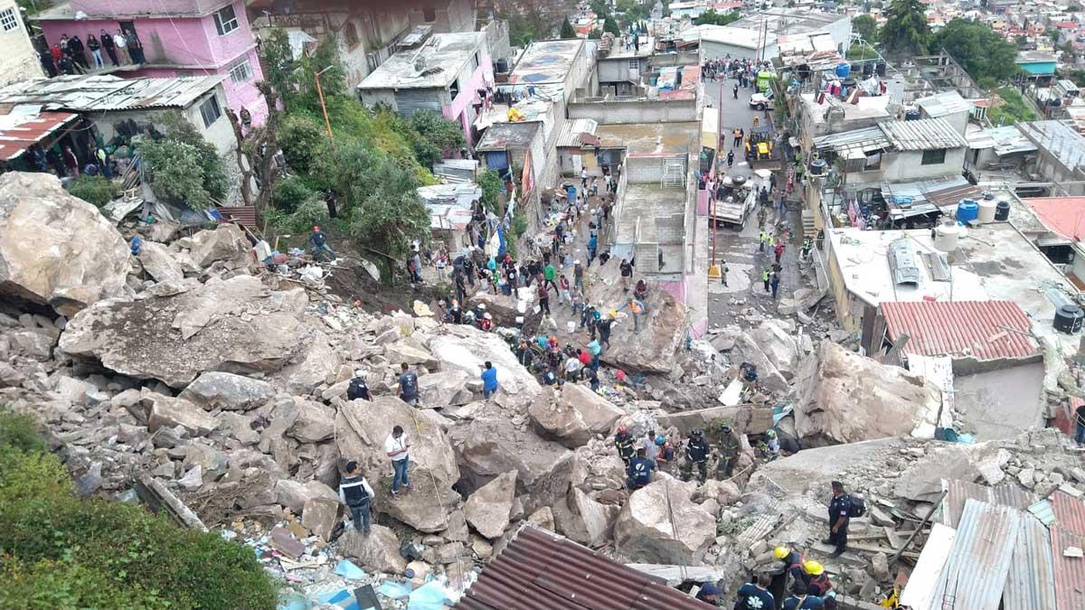 Se derrumba cerro del Chiquihuite sobre viviendas en Tlalnepantla