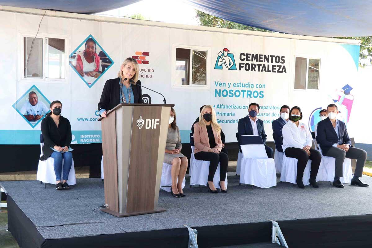 Huixquilucan entrega certificados a graduados de aula móvil «Construyendo y Creciendo»