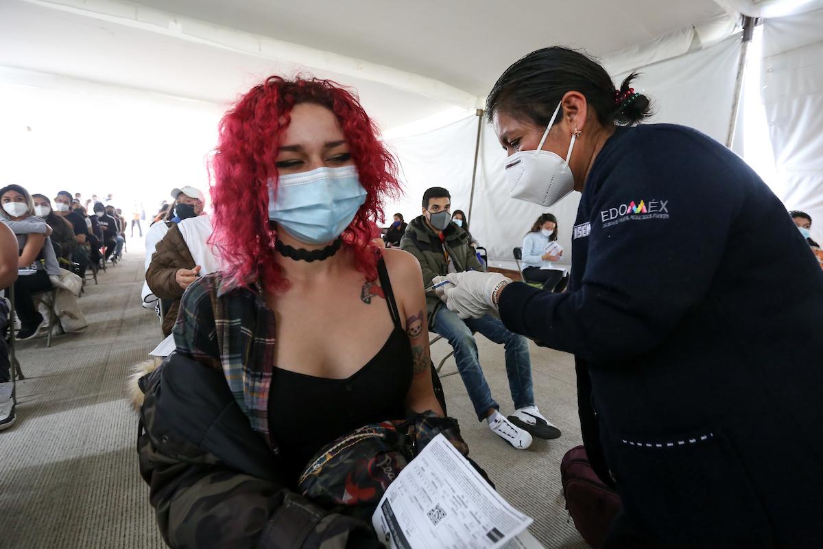 Toluca estrena sede de vacunación para la segunda dosis de 18 a 29 años