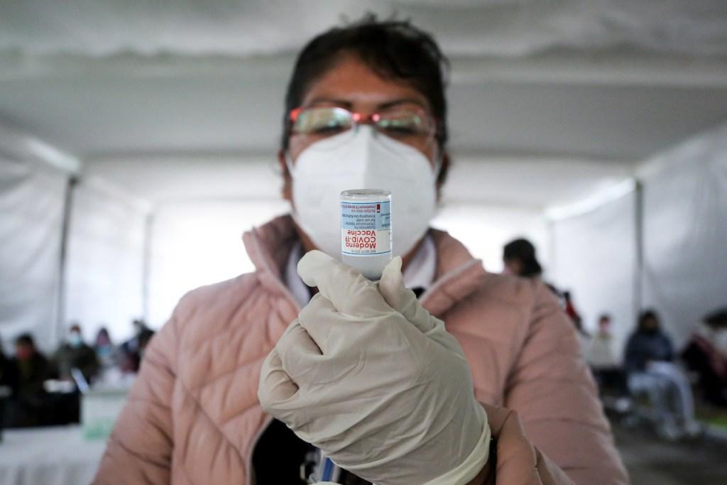 aplican vacuna a jovenes de 18 a 29 años en edomex
