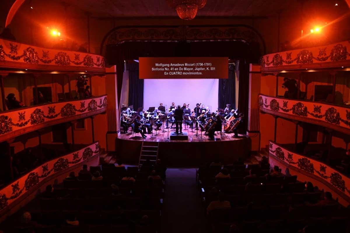 """Orquesta Sinfónica presenta la obra """"Respira"""" en el centenario teatro de Tenango del Valle"""