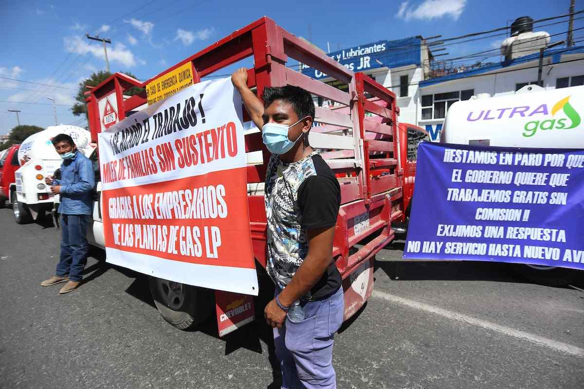 Algunas empresas y gaseros se manifestaron en la Calle Adolfo López Mateos en el Valle de Toluca