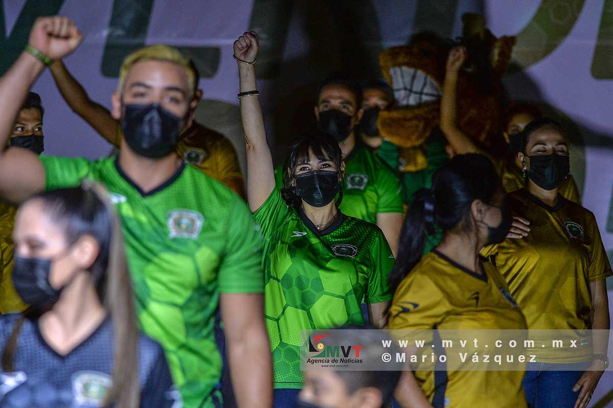 La UAEM presenta nuevos uniformes de los equipos deportivos universitarios